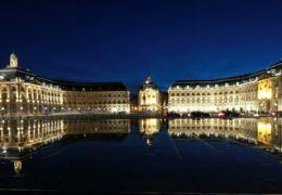 Bordeaux, la ville romantique des balades amoureuses.